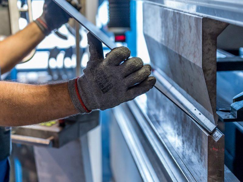 Travailler les métaux pour couvrir les bâtiments