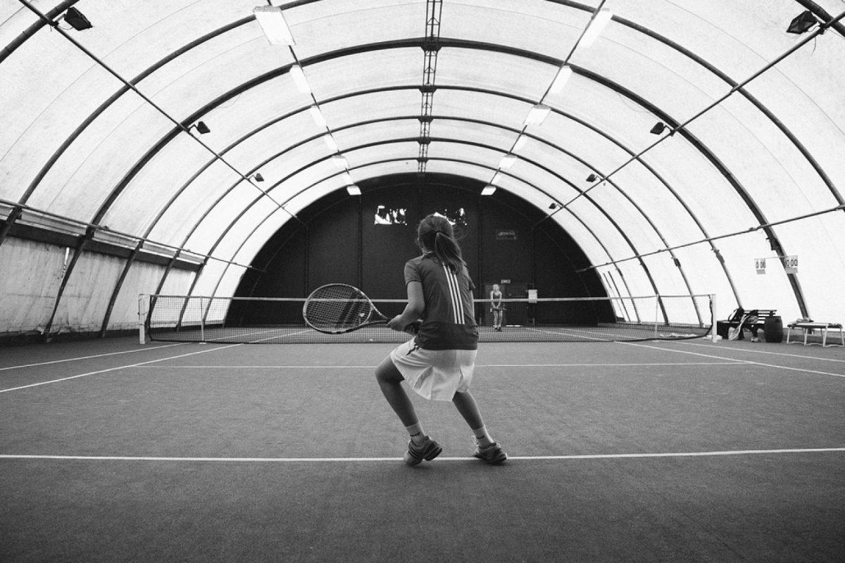 Couverture de terrain de tennis : pourquoi est-ce nécessaire ?