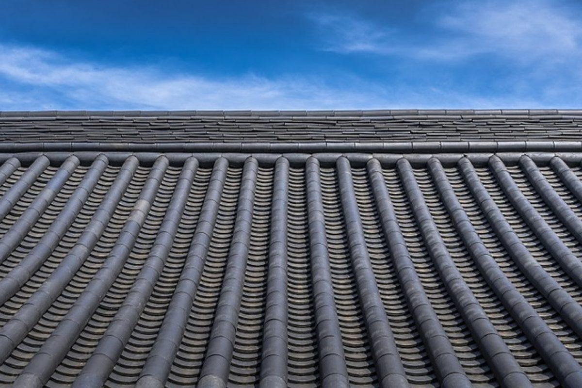 Quelles sont les solutions de désamiantage pour la toiture d'un bâtiment professionnel ?