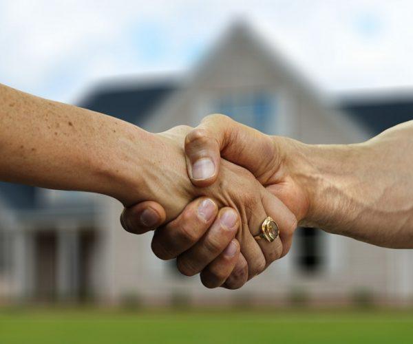 Faut-il acheter-vendre entre particuliers ou avec une agence