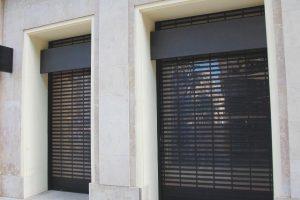 Protection et sécurité grâce au rideau métallique