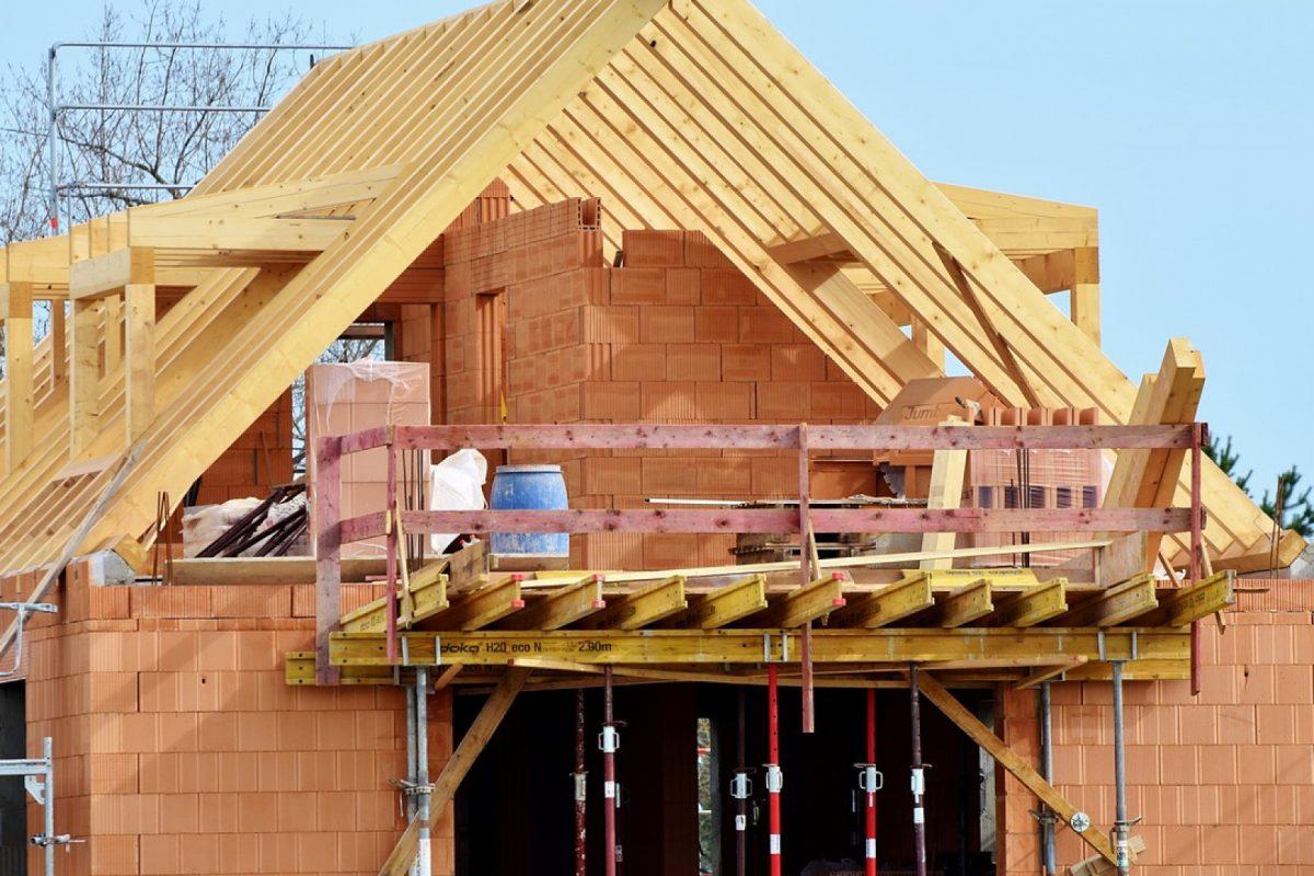 Un constructeur vous aide à devenir propriétaire d'une maison neuve