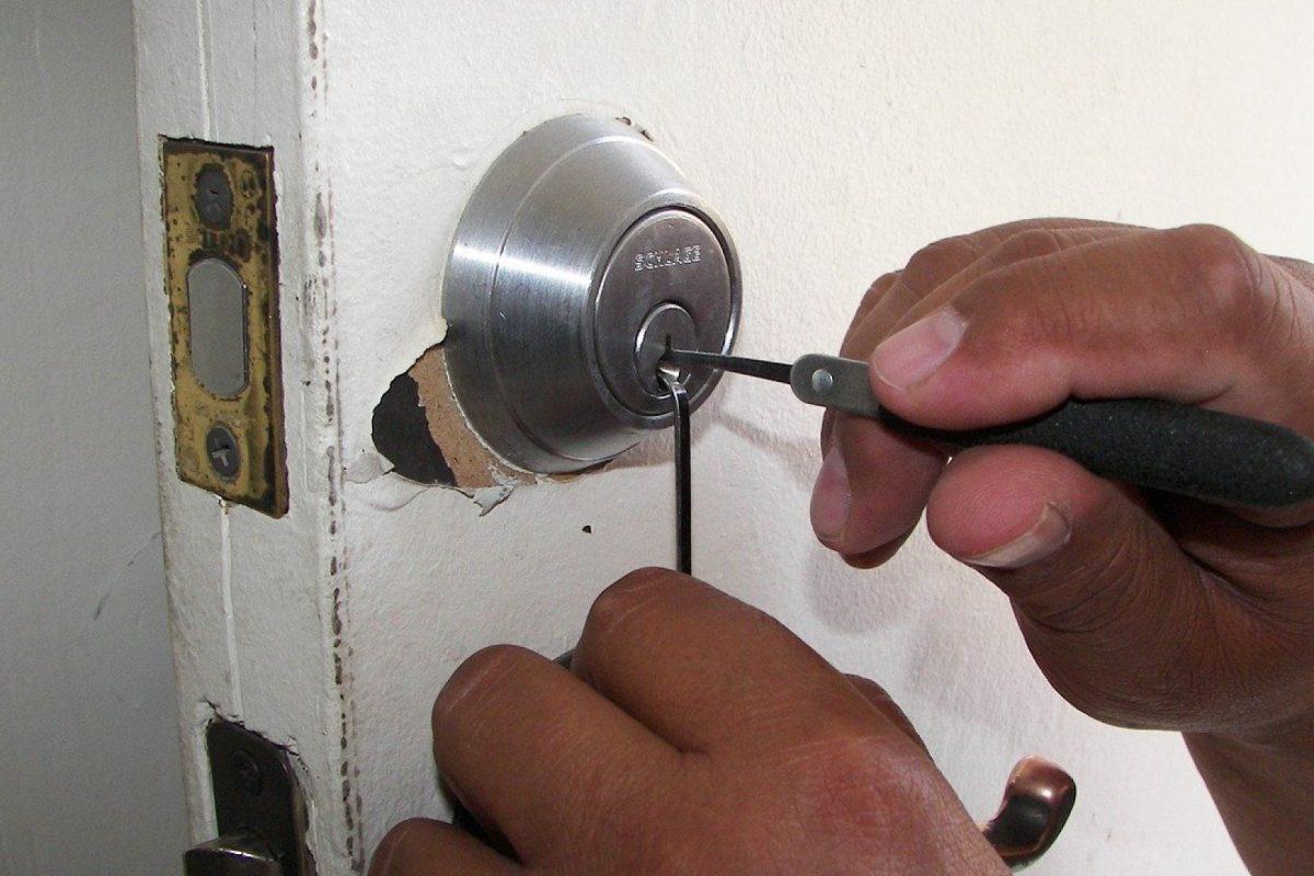 Combien coûte une ouverture de porte par un serrurier?