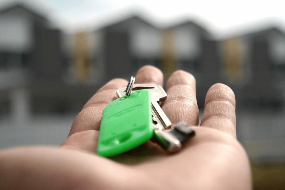 Mise en vente d'un bien immobilier à Nice: faire appel à un professionnelou vendre par soi-même?